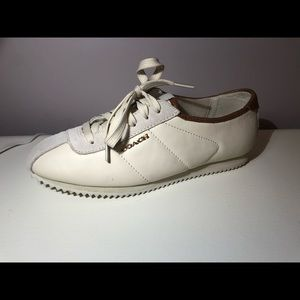 Ivory Coach Retro Runner
